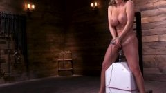 Richelle Primes Her Fanny With A Powerful Whirl On The Sybian
